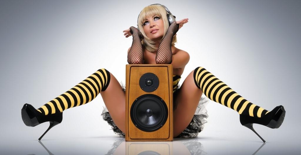 девушка и акустика (2)