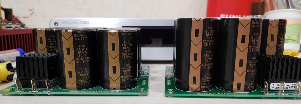 различие 10 000 и 12 000 конденсаторы Элна