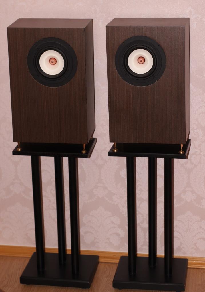 акустика на широкополосных динамиках на стойках