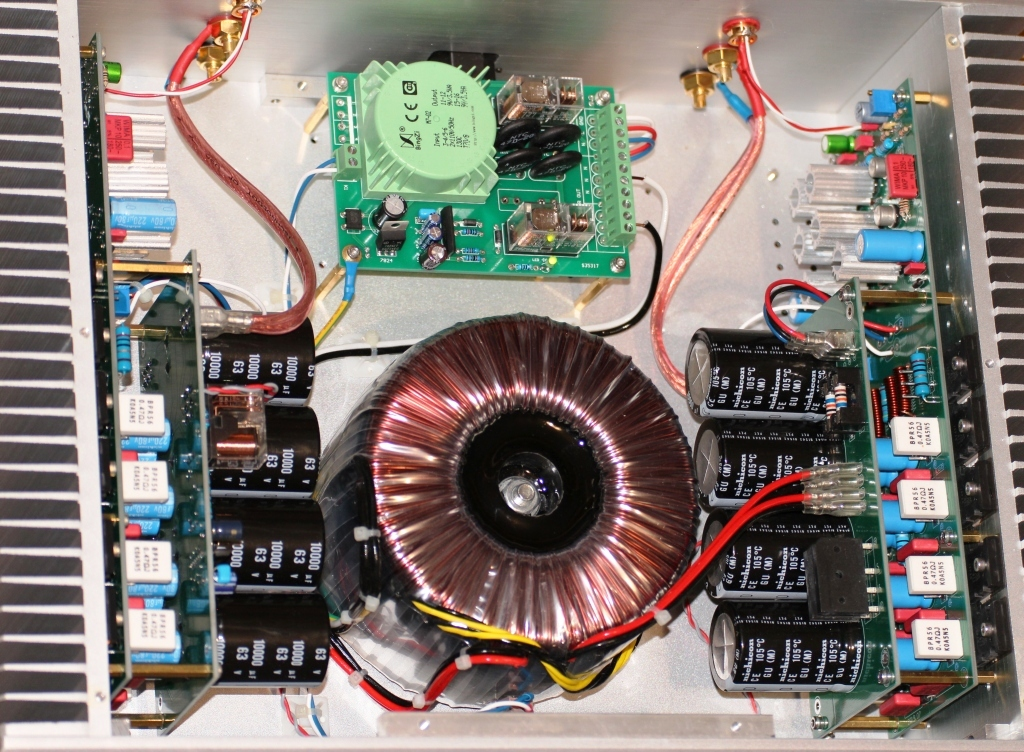 топовые комплектующие FM711 усилителя внутри
