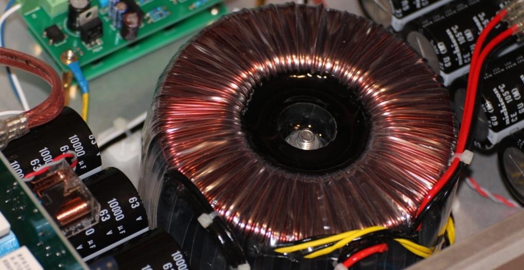 трансформатор 800Вт FM711 усилитель внутри