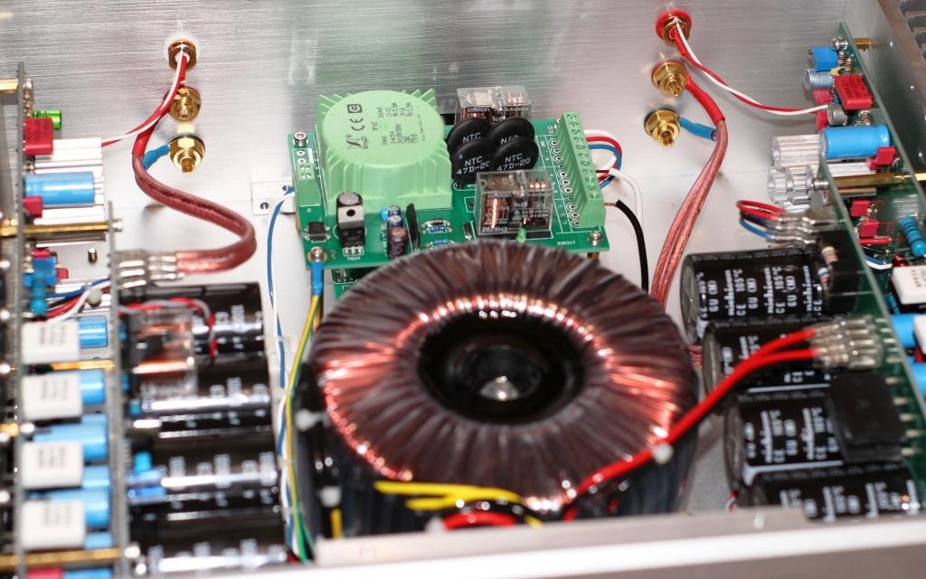 FM711 клон внутри