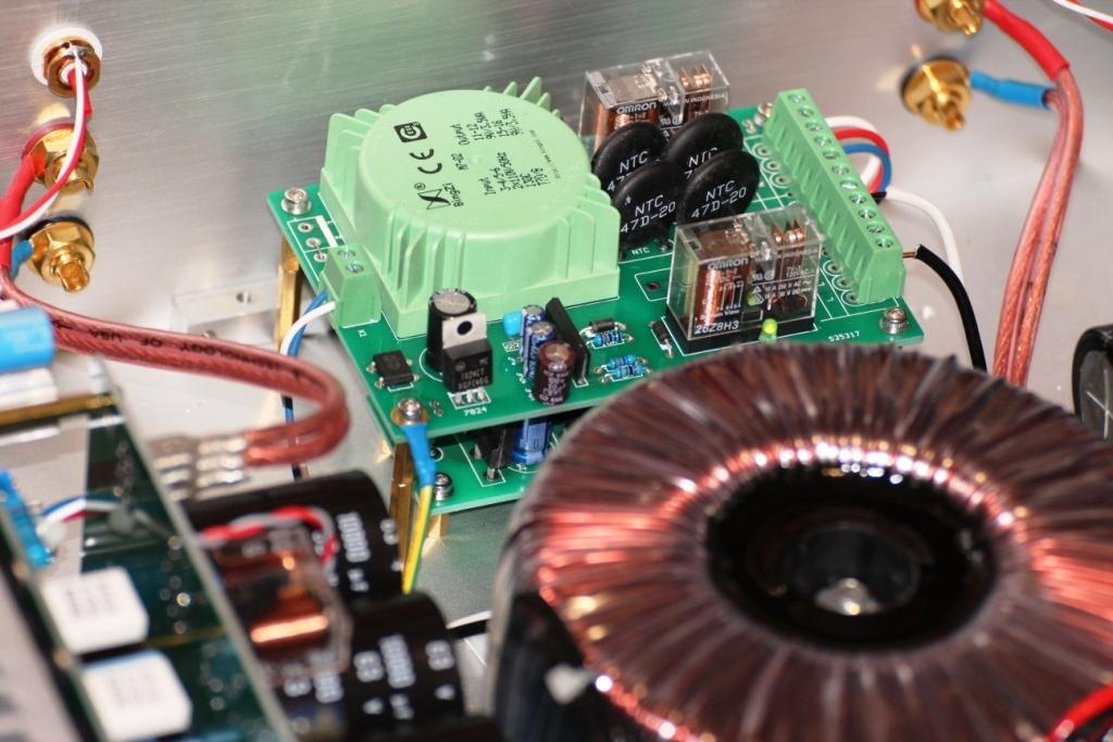 FM711 усилитель внутри комплектующие