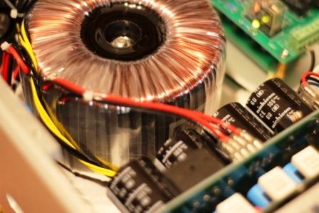 FM711 усилитель внутри трансформатор