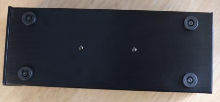 сетевой фильтр для аудио техники - ножки на нижней панели
