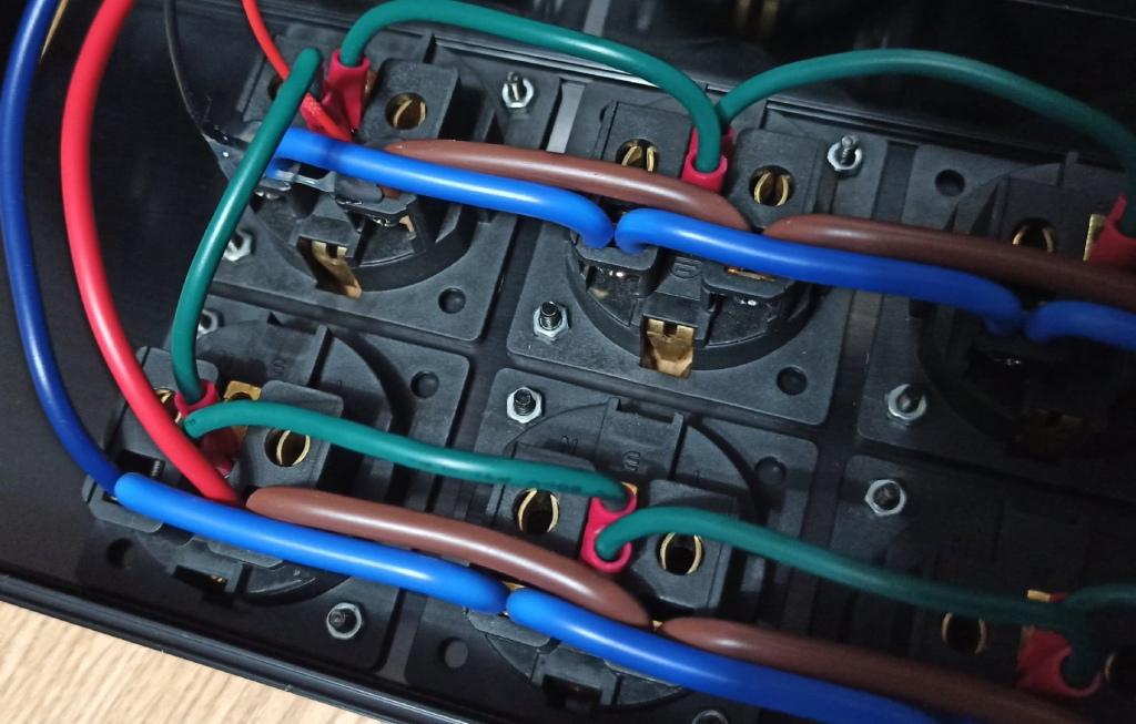 сетевой фильтр для звуковой техники внутри