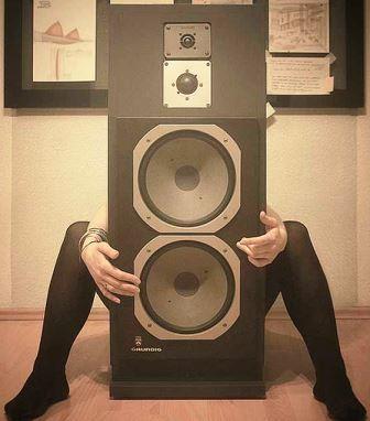 Grundig MONOLITH акустика