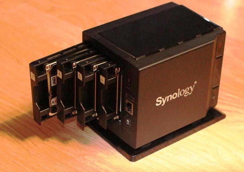 Cамый маленький в мире NAS Synology DS409 slim обзор