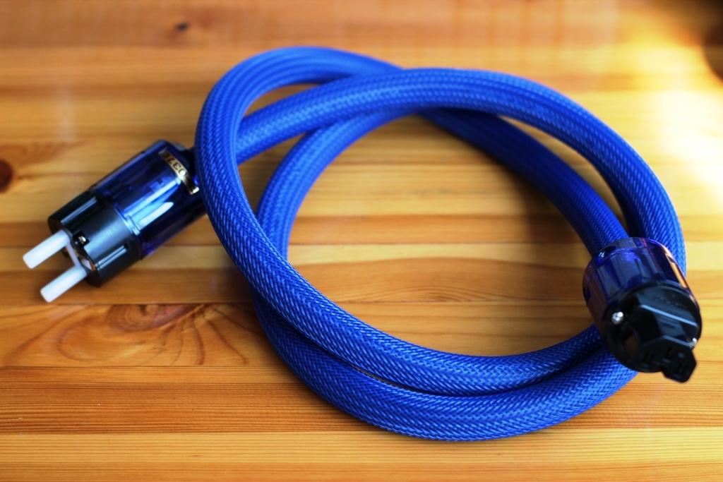 кабель силовой IEC OyaideC-037 в паре с вилкой OyaideP-037E длина 2м