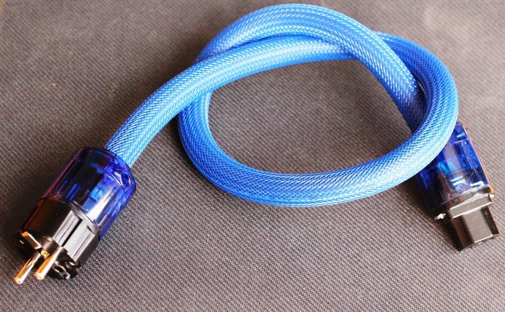 кабель IEC OyaideC-037 в паре с вилкой OyaideP-037E
